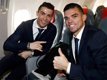 Ronaldo bảnh bao đến Italy đá lượt về vòng 1/8 Champions League