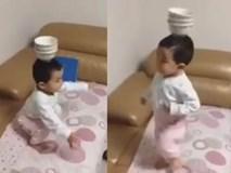 Cậu bé giữ thăng bằng tuyệt vời khiến dân mạng ngạc nhiên