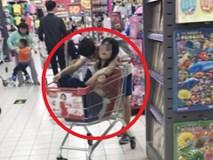 """Cử chỉ của hai đứa trẻ trong siêu thị khiến người lớn cũng cảm thấy """"nóng mặt"""""""
