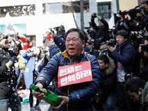 Người Hàn Quốc mở champagne mừng tin tổng thống bị phế truất