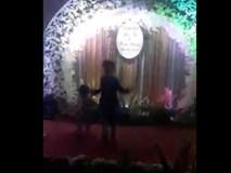 Xuất hiện cậu bé 5 tuổi 'quẩy cực sung Bống bống bang bang' trong đám cưới