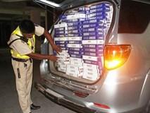 Bị cảnh sát truy đuổi, tài xế bỏ lại xe Fortuner trốn biệt tích