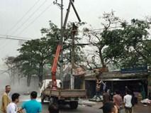 Hà Nam: Một công nhân bốc cháy nghi ngút trên cột điện