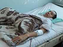 Người em trong cặp song sinh dính liền Việt - Đức phải nhập viện vì bệnh nặng