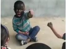 Cười ngất với trò chơi bôi nhọ nồi lên mặt