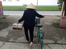 """Chị em trầm trồ với """"mẹ chồng thế kỷ"""" đạp xe 4 km mua bánh sinh nhật tặng con dâu"""