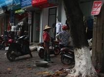Câu chuyện xúc động về hai người mẹ nghèo đứng ngần ngại trước shop thời trang trẻ