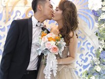 Mai Quốc Việt và bà xã cùng tuổi liên tục hôn nhau ngọt ngào trong lễ cưới