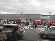 Pháp: Nổ súng tại sân bay, 1 người chết