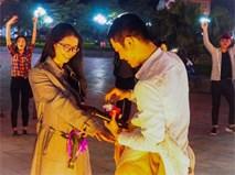Màn cầu hôn lãng mạn của 'chàng khỉ Hải Phòng' khiến dân mạng thích thú
