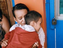 """Ngày quốc tế hạnh phúc, nghe mẹ con """"cậu bé xếp dép"""" kể về 15 ngày kì diệu mà họ vừa trải qua..."""