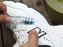 Cả đời đi giày trắng mà không biết 9 mẹo giữ giày như mới này thật quá uổng phí