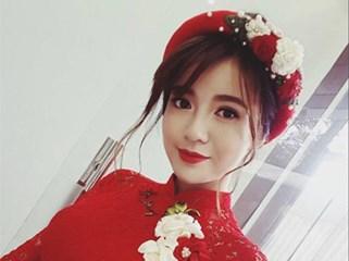 Hot girl Tú Linh tất bật vẫn xinh đẹp rạng ngời trong lễ ăn hỏi sáng nay