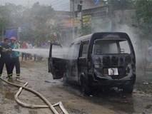Ôtô 9 chỗ bốc cháy dữ dội khi đang đỗ bên đường