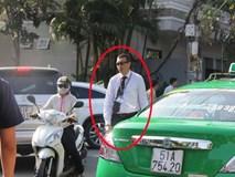 """Thầy giáo Tây ở Sài Gòn mướt mồ hôi """"giải cứu"""" kẹt xe vì sợ học sinh trễ giờ"""