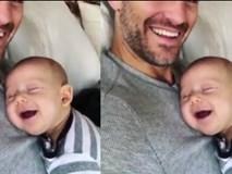 Video: Em bé vừa ngủ, vừa cười vô thức trên bụng bố