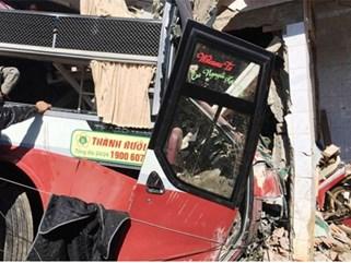 Xe Phương Trang đối đầu xe Thành Bưởi, hàng chục người bị thương