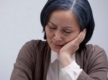 Con trai bỏ mặc mẹ già 70 sống cô độc, con dâu thì coi mẹ chồng như osin giúp việc