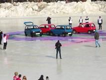 Bắn bi trên băng bằng ôtô ở Nga