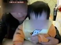 Bảo mẫu hành hạ, đánh đập bé 1 tuổi khi cho ăn