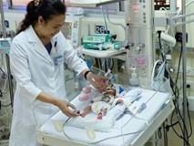 20 ngày cân não trước ca mổ tim cứu bé gái sinh non nặng 900 gr