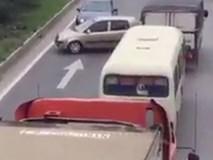 Nhóm ôtô chặn cả đoàn xe để quay đầu trên cao tốc