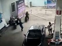 Kết cục bi thảm cho kẻ trộm đồ giữa cây xăng