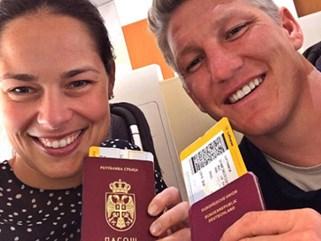 Schweinsteiger và vợ háo hức chào đón cuộc sống mới ở Mỹ