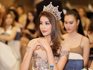 Phạm Hương đẹp như nữ thần tái hiện lại khoảnh khắc HH Hoàn vũ thế giới