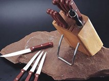 Nhiều người cứ quen tay cất dao kéo thế này thì chỉ có ốm yếu dặt dẹo đến hết đời