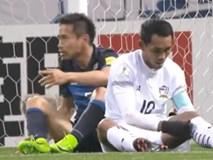 """Cười vỡ bụng với màn """"thiết đầu công"""" của hậu vệ Nhật Bản"""