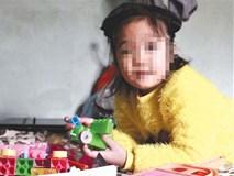 Xót cảnh bé gái bị thương nặng, mất cả gia đình sau TNGT