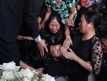 Người thân đẫm nước mắt đón bé gái bị sát hại ở Nhật về quê nhà