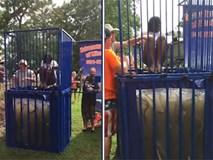 Clip: Lấy hết can đảm nhảy xuống bể nước đầy rắn, cô gái trẻ phải bỏ cuộc sau vài tích tắc