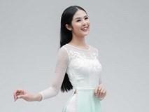 Hoa hậu Ngọc Hân hóa 'nàng thơ' trong bộ ảnh áo dài