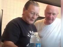 Video: Cụ bà cao tay khiến dân mạng cười lăn cười bò với màn chơi khăm chồng cực thâm