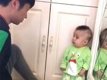 Dân mạng 'bấn loạn' trước biểu cảm siêu đáng yêu của bé trai khi bị bố mắng