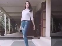 Phạm Hương khiến người xem 'mê mẩn' chỉ với 14 giây catwalk