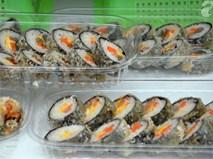 """8 món ăn ngoại đã trở thành """"một phần tất yếu"""" của hội chợ ẩm thực Việt"""