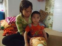 Bố mẹ nghèo bất lực nhìn con chết dần vì bạo bệnh