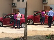 Dẫn gái xinh vào nhà nghỉ 'ăn trưa', anh chồng bị vợ đánh ghen ngay tại trận