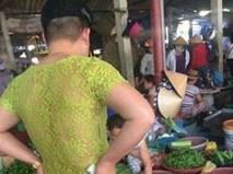 Người ta cười ông bố trẻ mặc áo ren màu nõn chuối ra chợ, nhưng sẽ khóc khi biết lý do