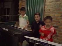 Hot boy Sài Gòn cover 'Anh cứ đi đi' cùng hai nhạc công nhí chơi đàn 'cực đỉnh'