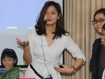 Cô giáo xinh đẹp dạy cách phân biệt