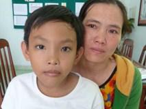 Bé trai 10 tuổi giành lại sự sống nhờ 'xẻ' 1/4 lá gan của người mẹ