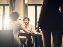 Màn đối thoại giữa 3 người trong nhà hàng khiến nhiều cô gái trẻ sợ kết hôn