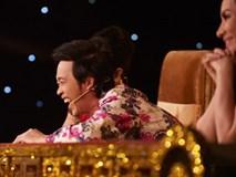 """Hoài Linh """"trơ mặt"""" trên ghế nóng bởi hành động không báo trước của thí sinh"""