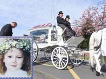 Con gái 4 tuổi bị đâm chết trên đường đi học, hành động của bố mẹ bé đã khiến người lạ cúi đầu