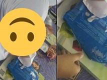Bé gái tiểu học suốt ngày mang gói băng vệ sinh đến lớp, cô giáo sốc nặng khi thấy thứ bên trong