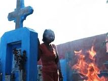 """Người đàn bà bất hạnh """"sinh bảy chết năm"""", sống ở nghĩa trang 21 năm trời ngay giữa Sài Gòn"""
